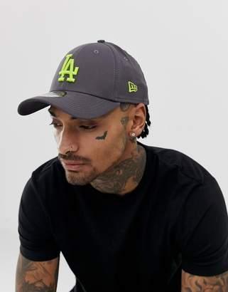 buy online 5ba6d 59fa6 New Era 39Thirty LA Dodgers cap in charcoal