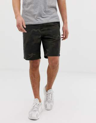 Barbour Bay camo short in olive