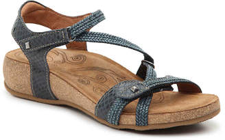 Taos Ziggie Wedge Sandal - Women's