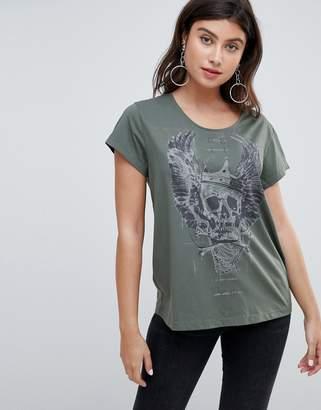 Religion skull daisy t-shirt