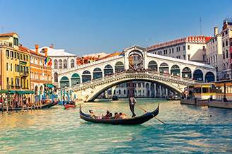 Rialto Pedecor poster Italy Bridges Houses Boats Bridge Grand Canal Venice (No.011135) - Poster Art Print on Canvas