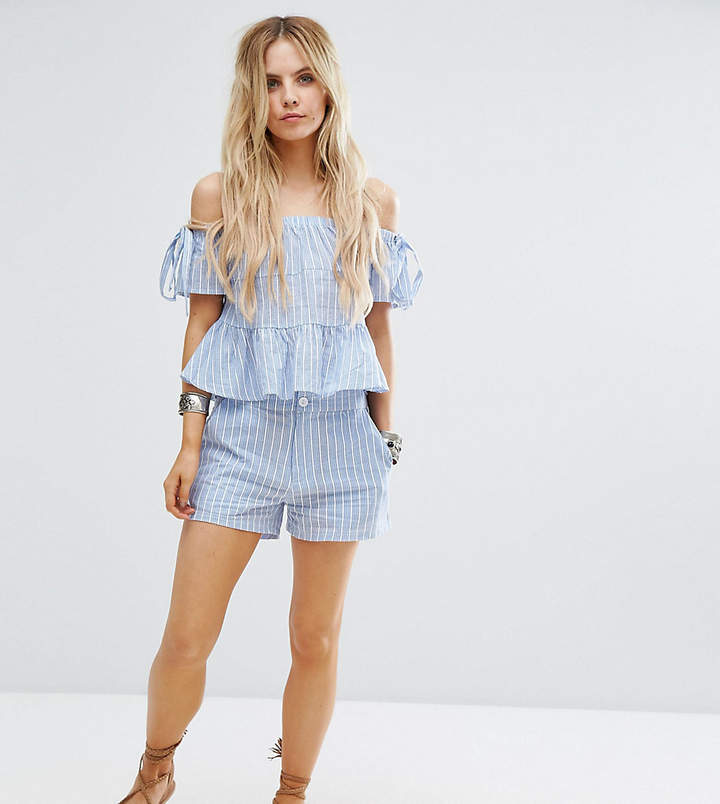 Missguided Petite – Gestreifte Shorts