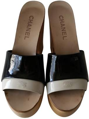 Chanel Patent leather mules & clogs