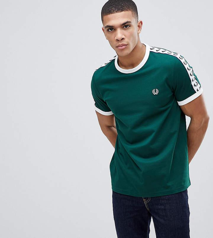 – Sports Authentic – Grünes T-Shirt mit aufgesetztem Streifen
