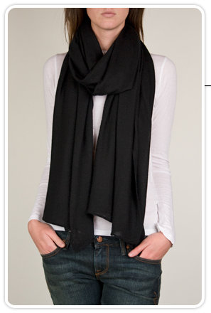 Hartford Api Cashmere Scarf in Black