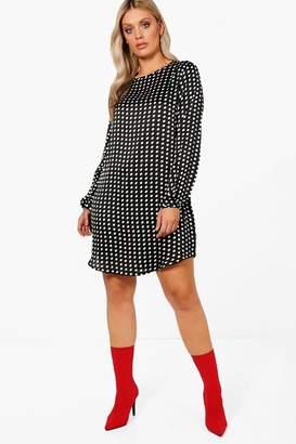 boohoo Plus Curve Hem Long Sleeve Shift Dress