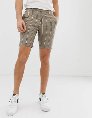Asos Design DESIGN slim shorts in brown with stripe and turn up