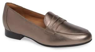 Clarks R) Un Blush Penny Loafer