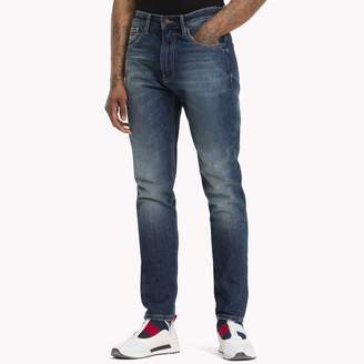 Tommy Hilfiger 1988 Mid Rise Tapered Fit Jean