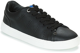 Levi's Levis VERNON SPORTSWEAR men's Shoes (Trainers) in Black