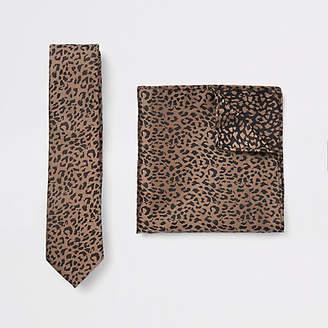 River Island Ecru satin tie and leopard handkerchief set