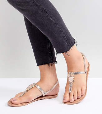 New Look Wide Fit Metallic Embellished Toe Post Flat Sandal