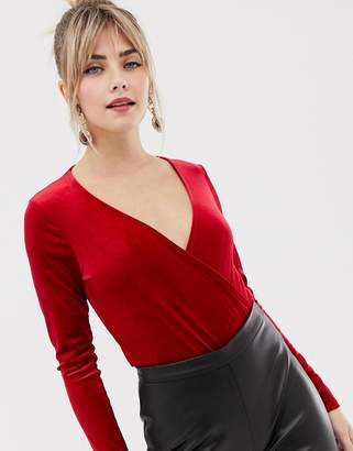 New Look wrap velvet body with long sleeves in red