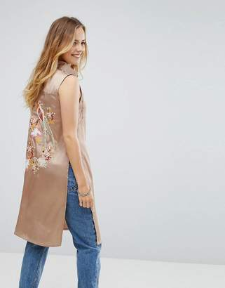 Glamorous Emboridered Satin Sleeveless Shirt