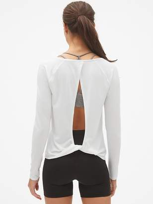 Gap GapFit Breathe Long Sleeve Twist-Back T-Shirt