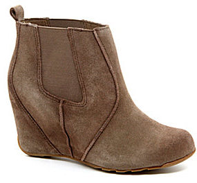 Kenneth Cole Reaction Tell Tales Wedge Booties