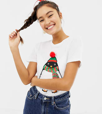 New Look christmas tee with faux fur penguin in white