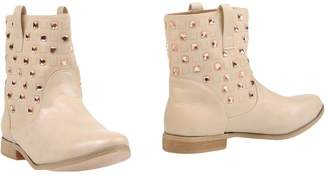 TRENDY TOO Ankle boots