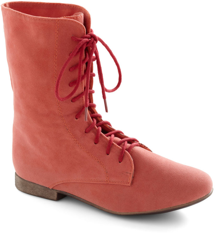 Lady in Rad Boot in Salmon