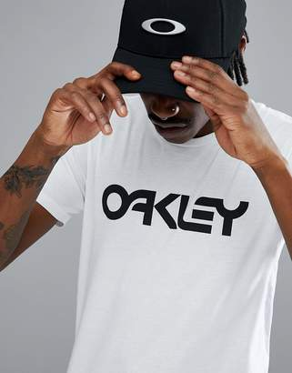 Oakley 50-Mark II T-Shirt Large Front Logo in White