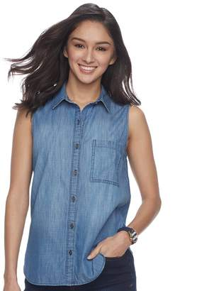 So Juniors' SO Sleeveless Button-Down Chambray Shirt