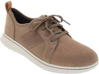 Clarks CLOUDSTEPPERS by Lace-Up Sneakers - Step Move Fly
