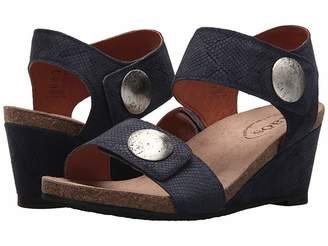 Taos Footwear Carousel 2