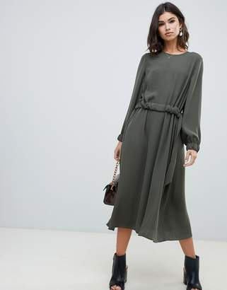 3b69c99016676 Asos Design DESIGN ruched waist chuck on midi dress with long sleeves