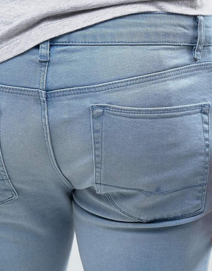 asos superenge hellblaue jeans mit einem einzelnen knieriss herren. Black Bedroom Furniture Sets. Home Design Ideas