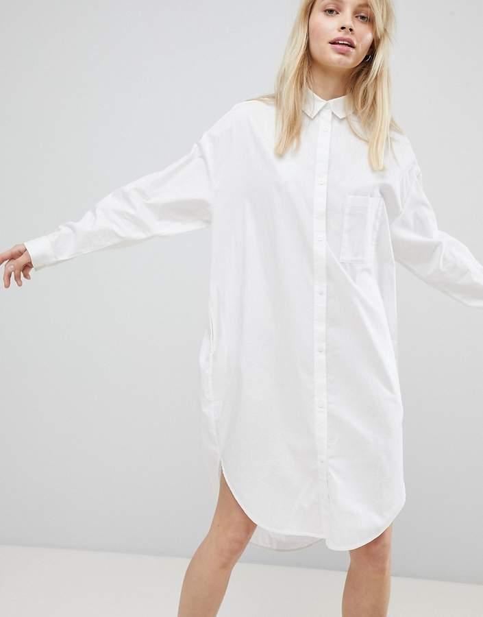 – Übergroßes Hemdkleid