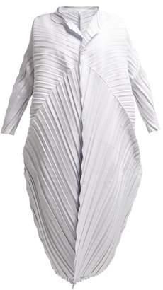 Issey Miyake Petiole Oversized Pleated Coat - Womens - White