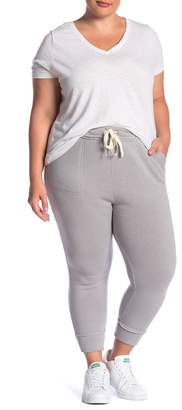 Melrose and Market Raw Edge Cropped Joggers (Plus Size)