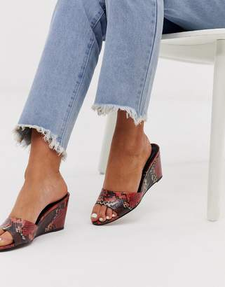 Asos Design DESIGN Homely mid-heeled wedge mules in red snake