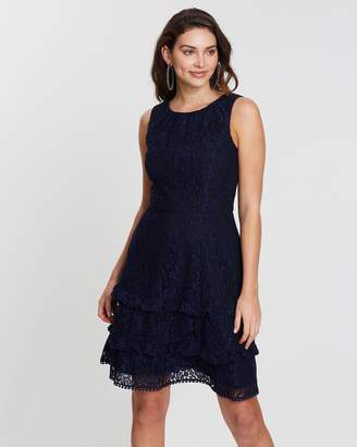 Review Lilly Lace Dress