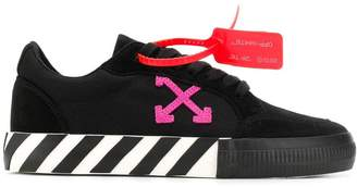 Off-White Off White low vulcanized sneakers black fuchsia