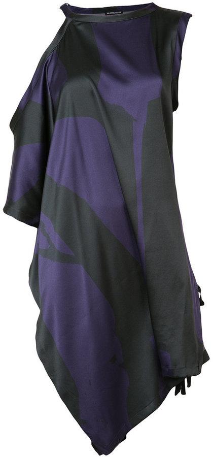 Ann DemeulemeesterAnn Demeulemeester cold shoulder tunic
