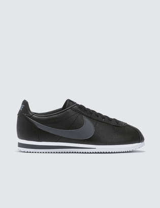 sports shoes d3f03 b2a89 Nike Classic Cortez Leather