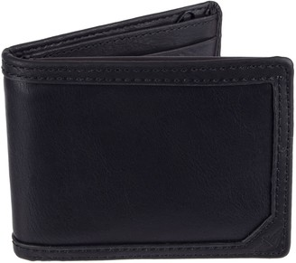 Dockers Men's Passcase Wallet with Zipper Closure