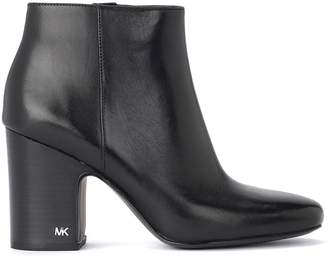 Michael Kors Elaine Black Leather Ankle Boots Block Heel And Metal Zip On The Internal Side.