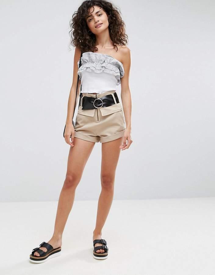– Shorts mit hohem Bund und Gürtel