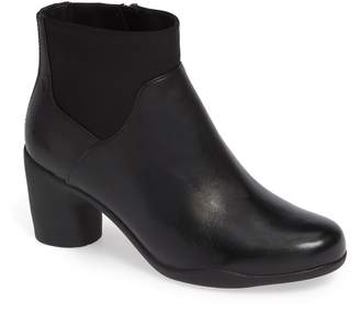 Clarks r Un Rose Mid Ankle Boot