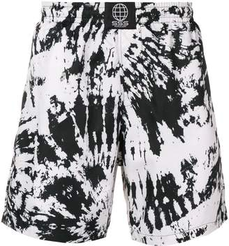 Trunks Sss World Corp tie-dye print swim shorts