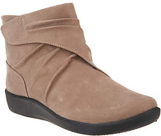 Clarks CLOUDSTEPPERS by Ruched Ankle Boots -Sillian Tana