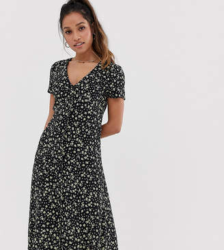 400491de82d5 New Look Petite midi dress in black floral