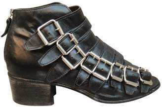 Moma Black Leather Sandals