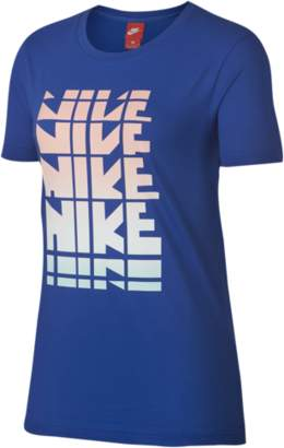 Nike Retro Graphic T-Shirt - Women's