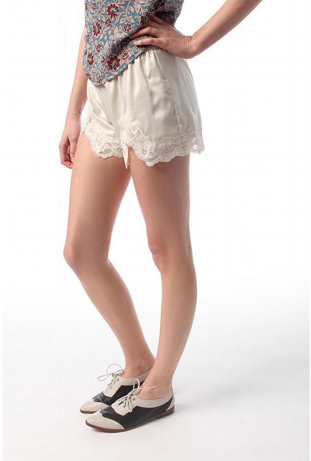 Pins and Needles Scalloped Lace Tap Shorts