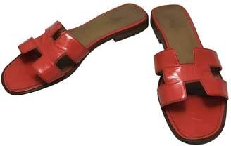 Hermes Oran patent leather flip flops