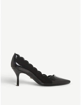 Dune Beckky scalloped patent courts
