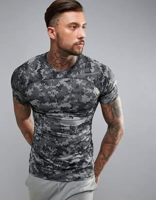 Nike Training Pro Hypercool Fitted Camo Print T-Shirt In Grey 828180-037